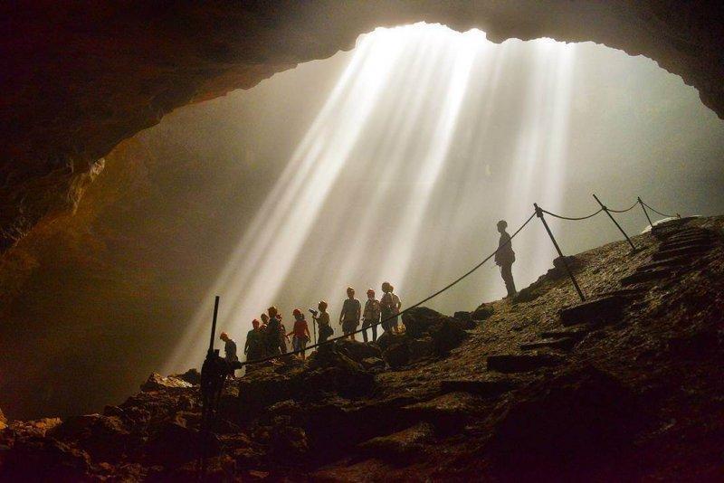 Buat Yang Bernyali Tinggi Saja, Kunjungi Goa Jomblang Yogyakarta